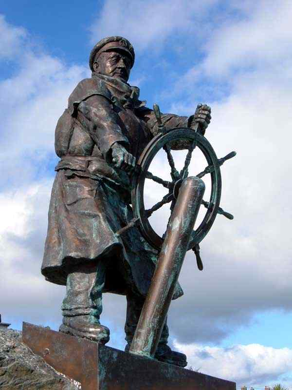 Moelfe - Statue of Dic Evans, one of the most highly decorated lifeboat men in the RNLI