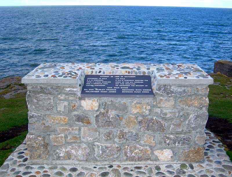 Moelfre - Memorial to the rescue of the MV Hindlea in 1959
