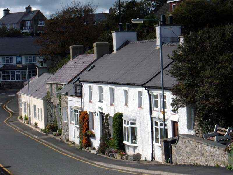 Moelfre - Row of houses opposite the beach