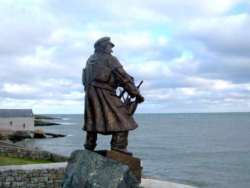 SUPERB Photo of the wonderful bronze statue of Dic Evans. Angled with Dic looking out to sea withe Moelfre lifeboat station to his left.