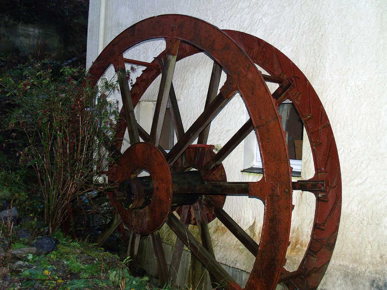 Anglesey, Bodffordd, Frogwy Water Mill - Water Wheel - close up