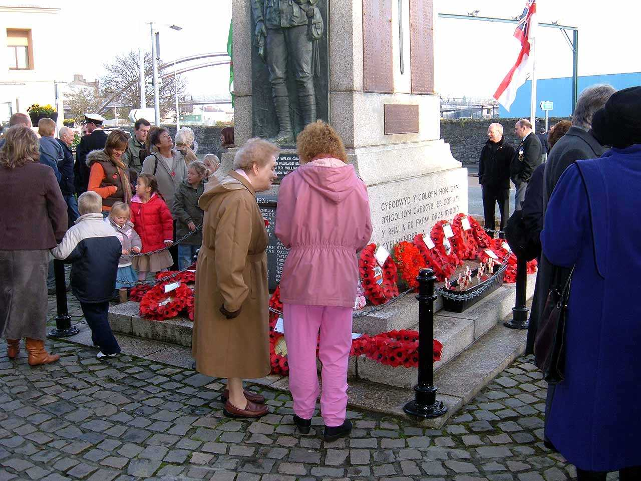 Anglesey, Holyhead, Remembrance Sunday 2006 - Children paying their respects