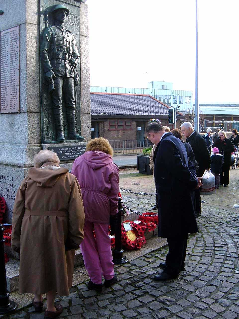 Anglesey, Holyhead, Remembrance Sunday 2006 - Councillor Jeff Evans spends some time at the Cenotaph