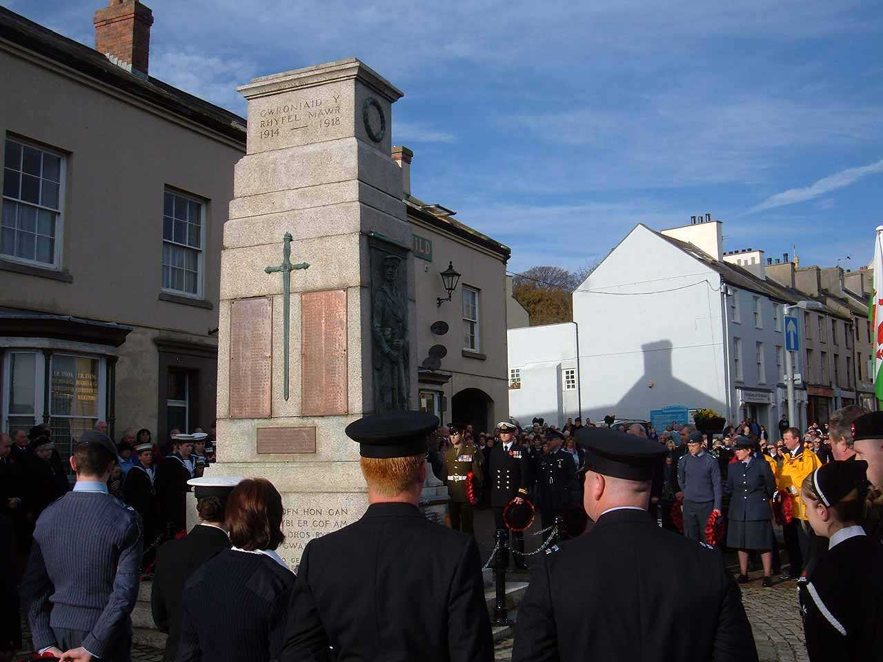 Anglesey, Holyhead, Remembrance Sunday 2006 - Members of the Services pay their respects
