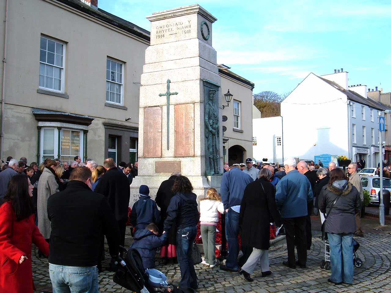 Anglesey, Holyhead, Remembrance Sunday 2006 - People looking at the wreaths