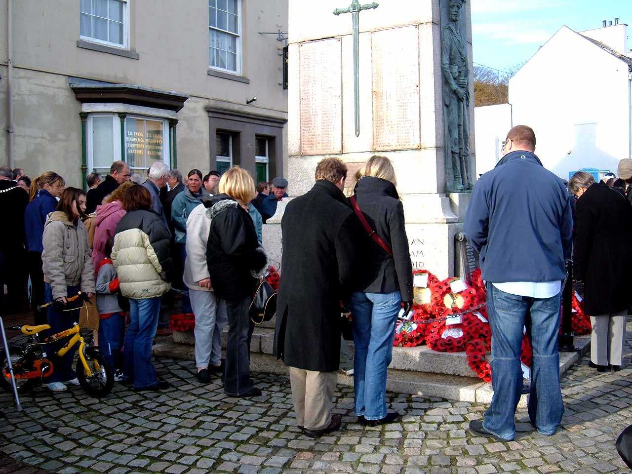 Anglesey, Holyhead, Remembrance Sunday 2006 - Reading the messages on the wreaths