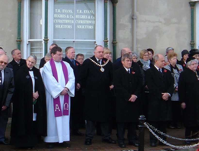 Anglesey, Holyhead, Remembrance Sunday 2006 - The Mayor of Holyhead Trevor Lloyd Hughes, Albert Jones MP and Church Representatives