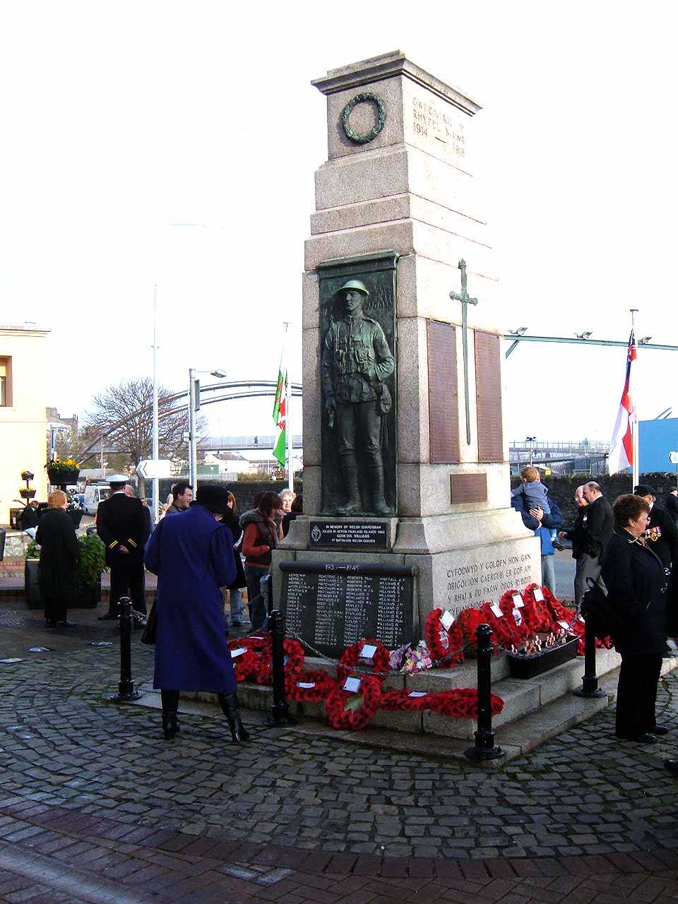 Anglesey, Holyhead, Remembrance Sunday 2006 - The wreaths