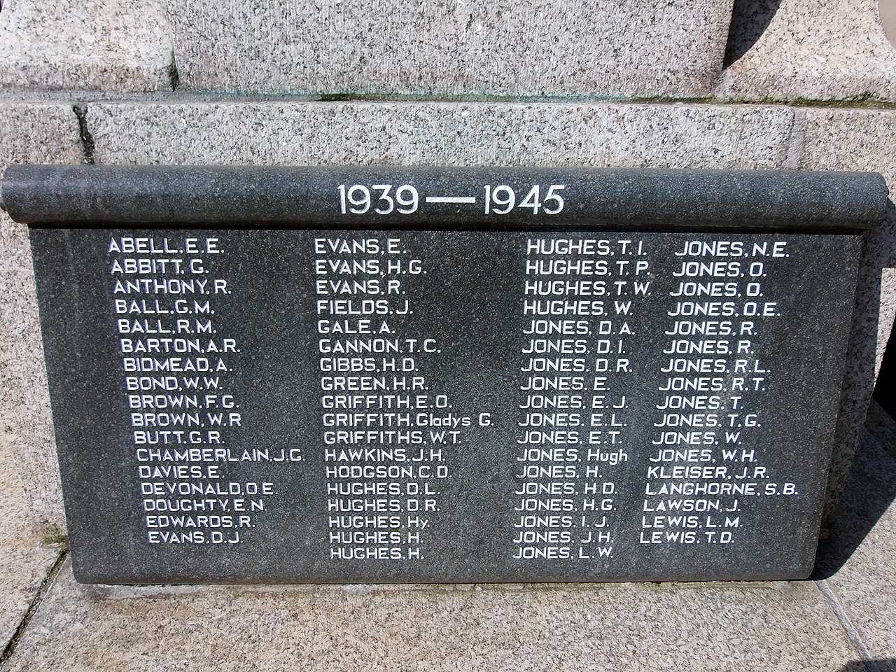 Holyhead War Memorial - WWII Casualties Names Soldier Side
