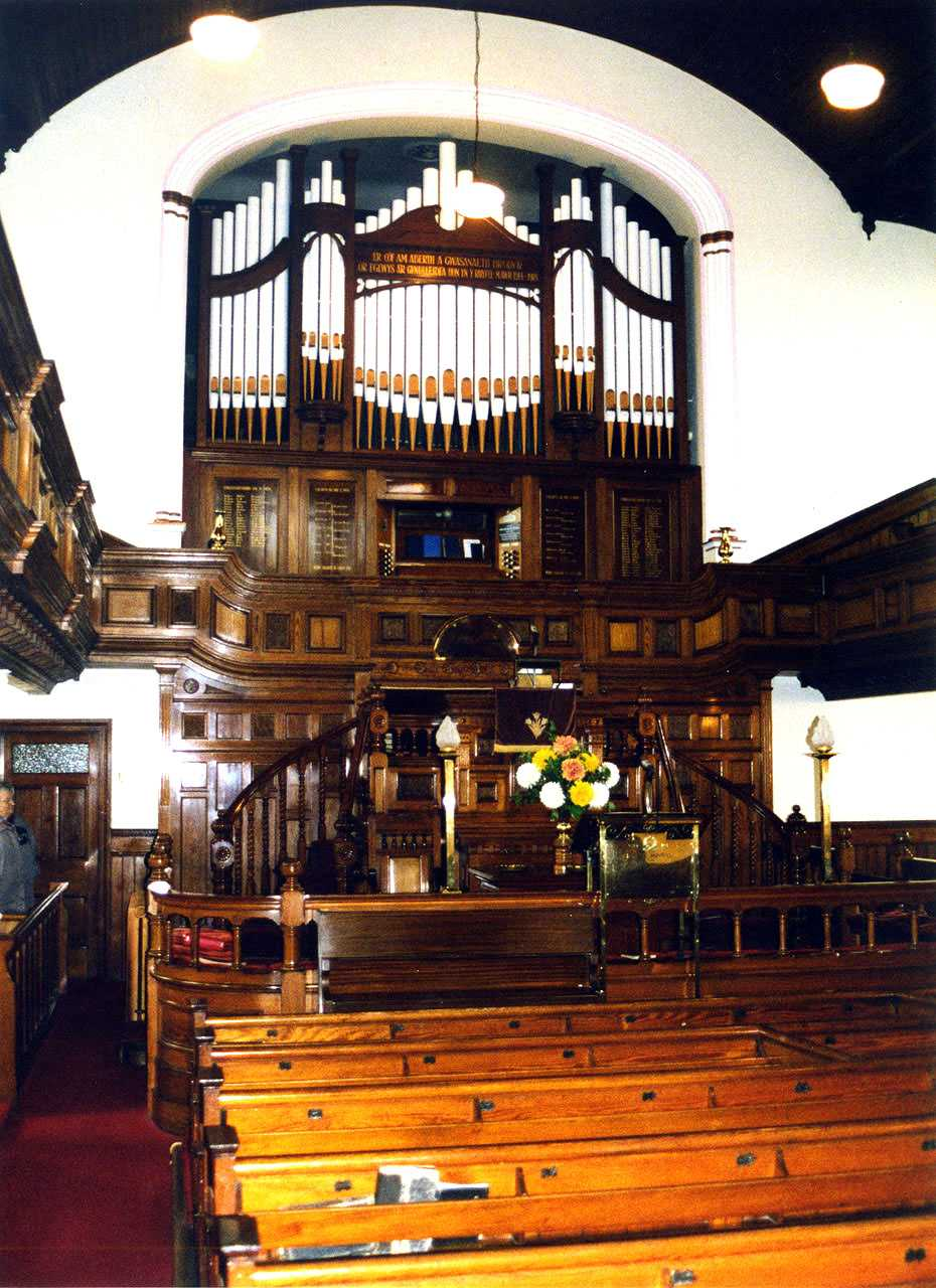 Holyhead, Disgwylfa Chapel, Memorial Organ and Front