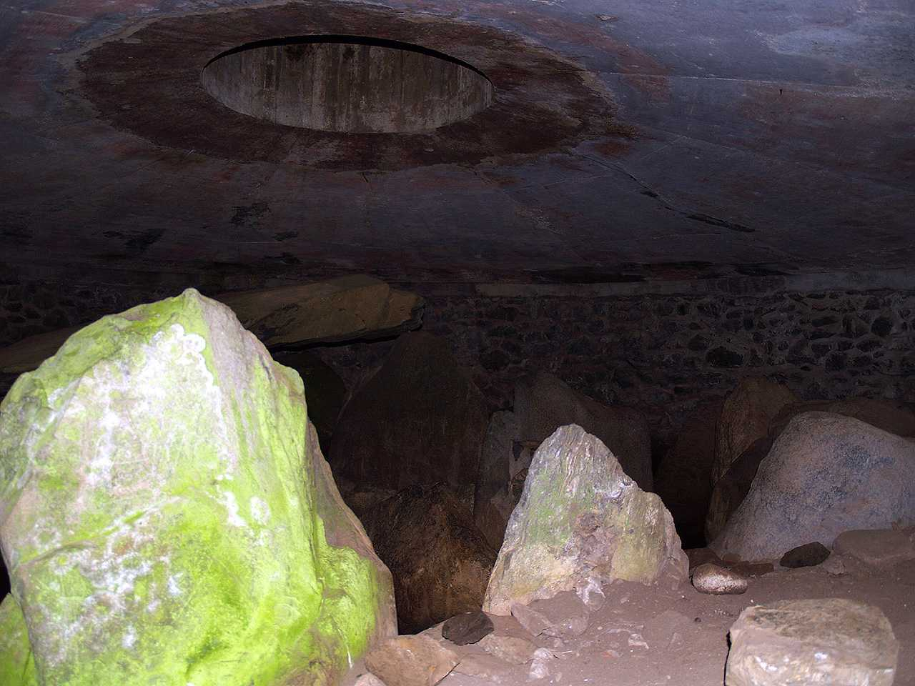 Anglesey, Llanfaelog, Barclodiad-y-Gawres Burial Chamber - Standing Stones and Ceiling (recent addition)