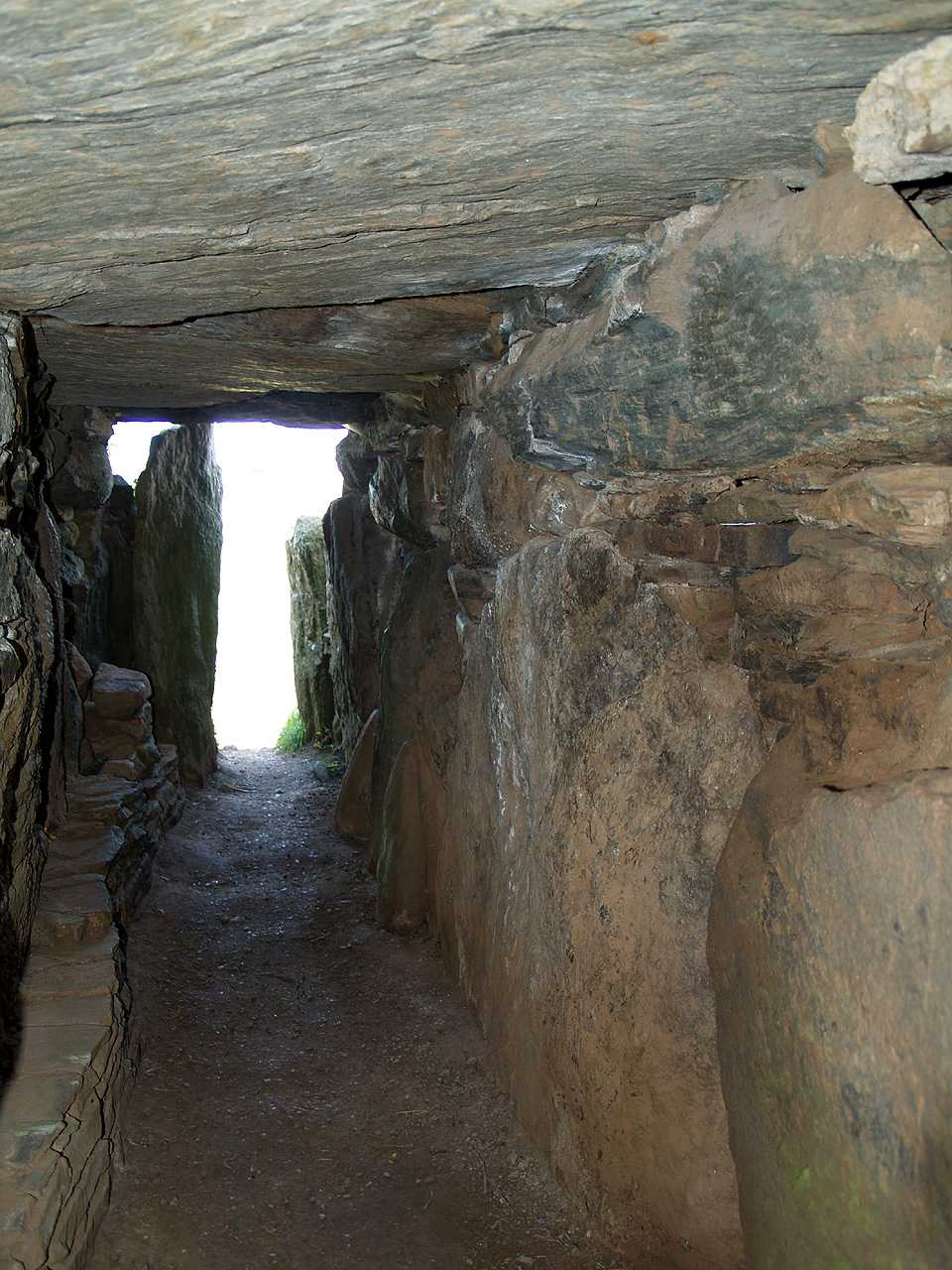 Anglesey, Llanddaniel, Bryn Celli Ddu, Looking back to the entance from the internal hall