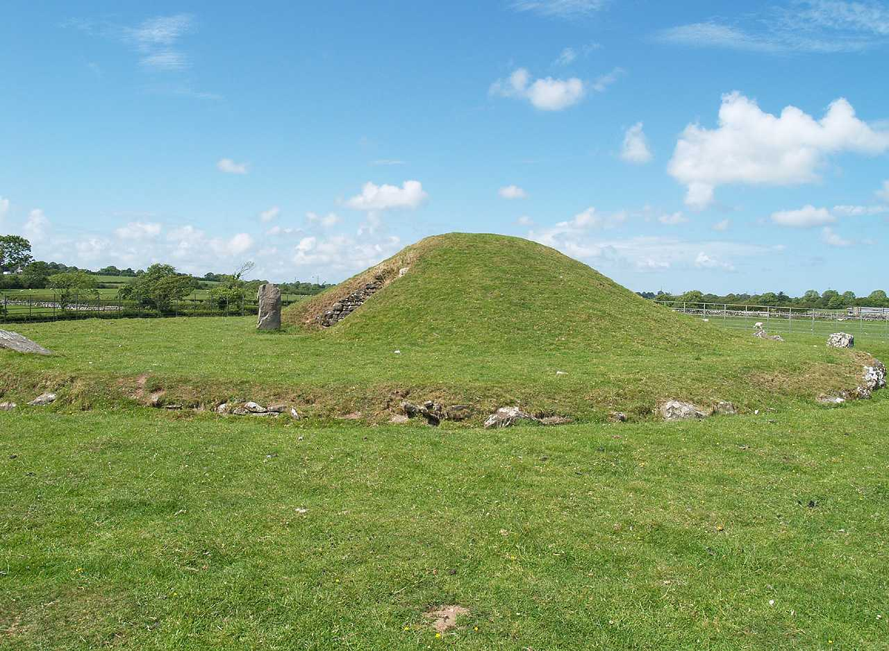 Anglesey, Llanddaniel, Bryn Celli Ddu, a general view