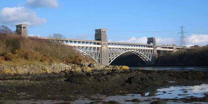 Robert-Stephensons-Britannia-Tubular-Bridge-Anglesey
